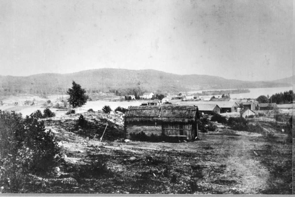 Utsikt från nuvarande Villa i Perserud mot söder Bilden från 1900 Bild 1 av 2